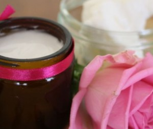 Rózsaillatú arckrém száraz bőrre